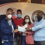 Unión Deportiva entrega cheque para instalación tabloncillos sintéticos a multiusos en Pimentel